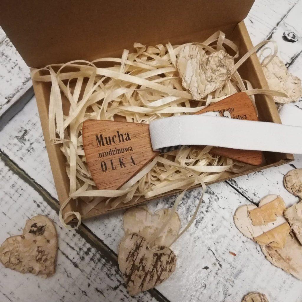 spersonalizowana drewniana muszka
