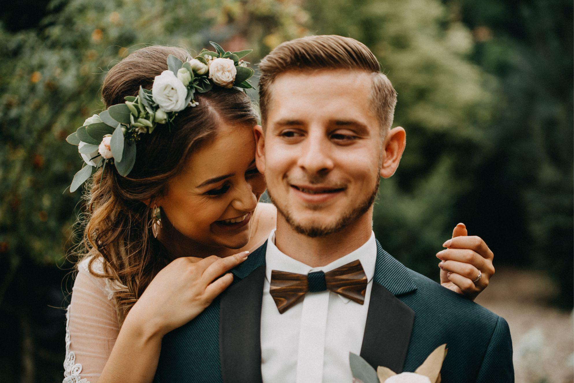 inspiracje ślub boho i drewniana muszka