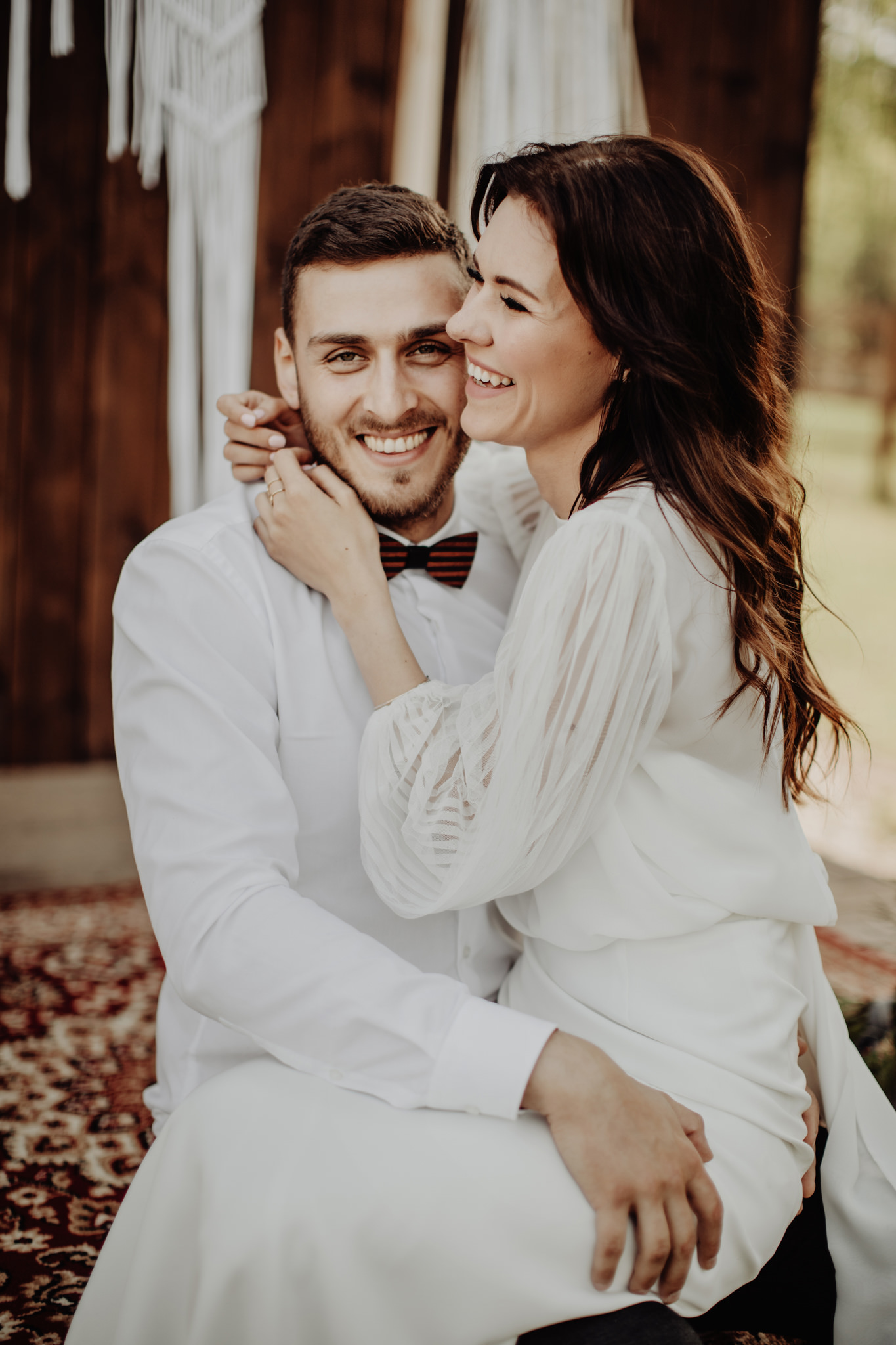 sesja ślubna w stylu boho w stodole